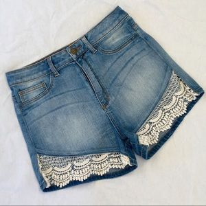 Sneak Peek High Rise Mom Shorts w/Crochet Hem EUC